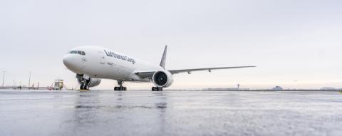 Lufthansa Cargo begrüßt fabrikneue Boeing 777F in Frankfurt