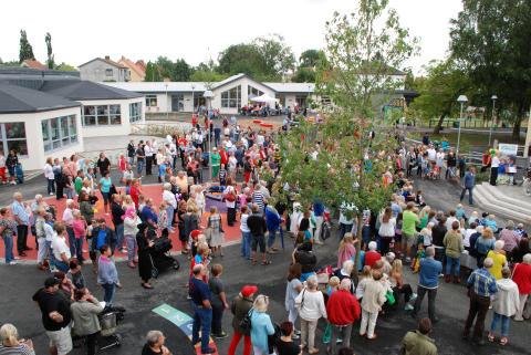 Folkmassa på skolgården