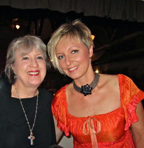 Lea Jane Berinati och Jessica Falk