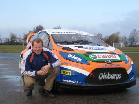 Andreas Eriksson vid sin nya Ford Fiesta Rallycross division 1 bil