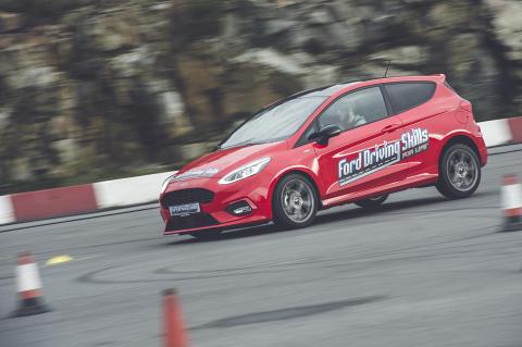 Rekordmange påmeldte til gratis kjørekurs for unge sjåfører