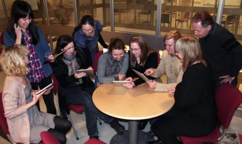 Lärarstudenter provar iPads