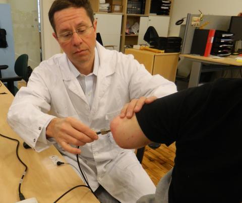 Richard Brånemark inspects the osseointegrated implant