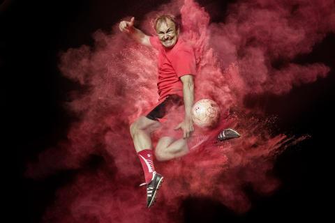 Viva con Agua lädt zum real Soccer mit Fußballpros & Musikern in THE BASE BERLIN ein
