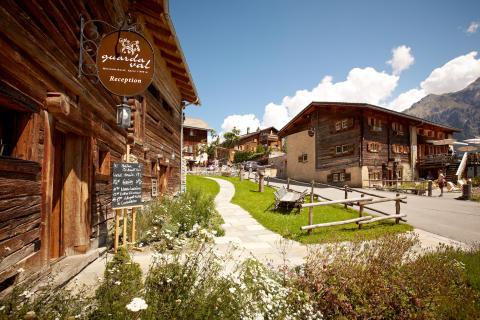 Hotel Guarda_Val aussen © Foto  guardaval.ch