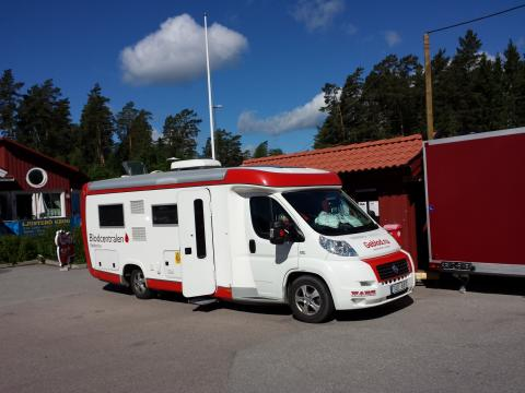 Mini blodbuss på Ljusterö torg