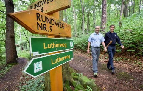 Landesbischof der Ev.-Luth. Landeskirche Sachsen Dr. Carsten Rentzing und Präsident des LTV, Dr. Matthias Rößler auf dem Lutherweg in Sachsen