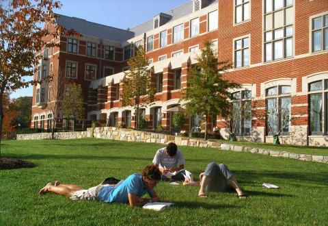 Internationellt universitet och forskningscenter väljer UNIT4 Agresso