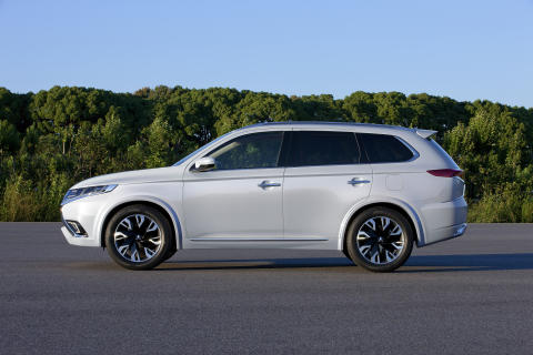 Mitsubishi Outlander PHEV Concept-S sida