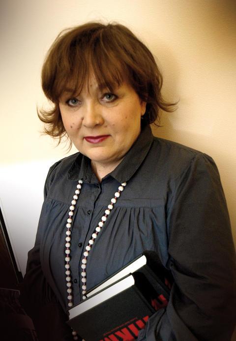 Imbi Paju, författare till Systrar kring Östersjön