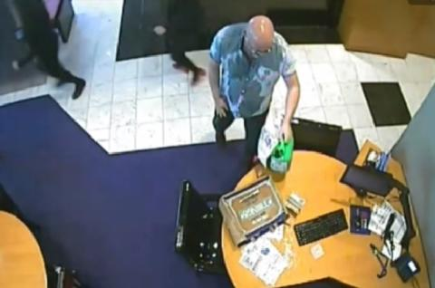 Man who threatened to set fire to bank in Bromley jailed