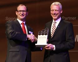 """Toyota Material Handling Finland Oy - Toyota voitti kaksi """"Vuoden Trukki""""-palkintoa CeMAT 2014  – messuilla"""