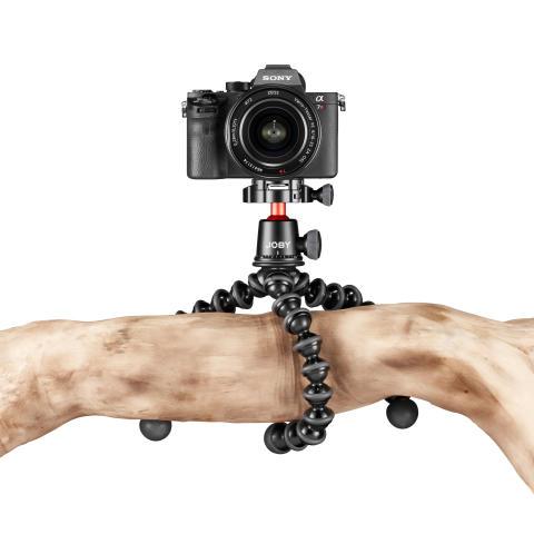 Joby Gorillapod 3K Pro Photo_Tripod_JOBY_GP_3K-PRO-Kit_JB01566-BWW_wraped_hanging_above_DSLR