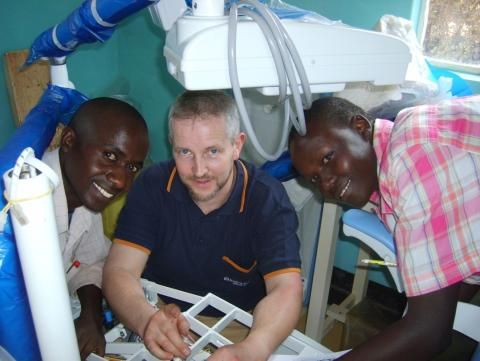 Erfolgreiche Entwicklungshilfe mit Kontinuität und Transparenz:  Dentists for Africa – 20 Jahre zahnärztliches und humanitäres Engagement in Kenia