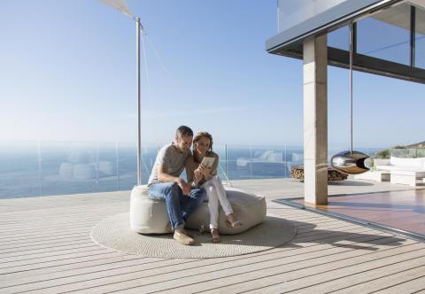 Kebony_Paar auf Terrasse