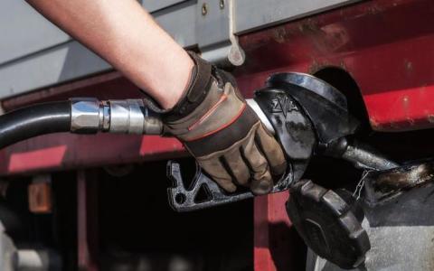 PRISØKNING: En avgiftsøkning på 44 øre ved nyttår har gitt høyere priser på diesel.
