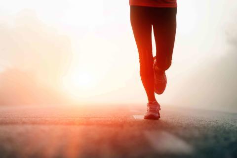Löpning solnedgång
