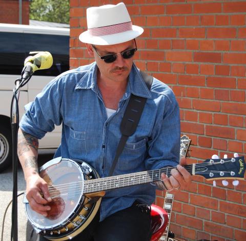 J. Tex spelar på Lucy's på Motorträffen i Lödde nu på tisdag 5 juni.