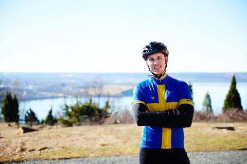 Han cyklar 360 mil för de mest utsatta