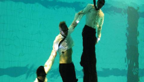 Dansens Hus: Konstsim möter dans i föreställning om manlig vänskap