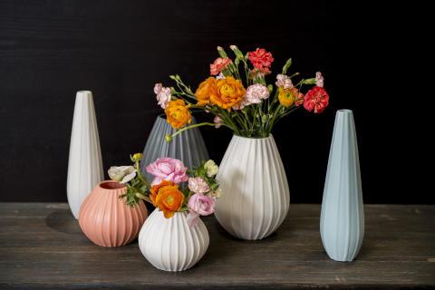 Relieff vaser fra Porsgrunds Porselænsfabrik