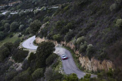 Hyundai Motorsport på pallen i Tour de Corse.