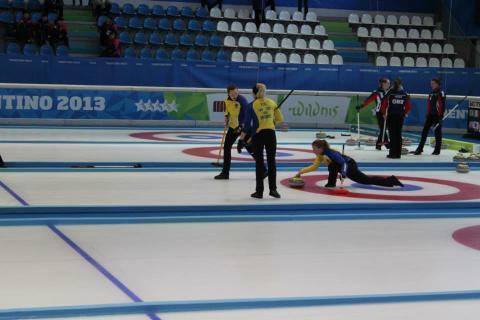 Curlinglagen mot slutspel i Universiaden
