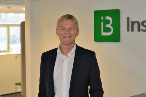 Robert Berg på kontoret