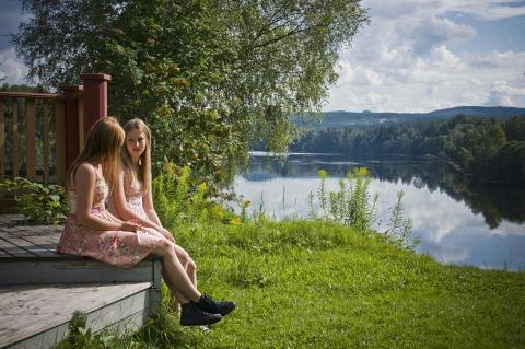 Flickor vid Älvmötet Djurås
