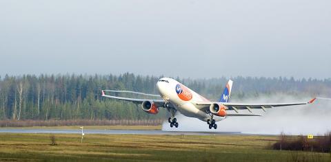 Fullbokad premiär-charter till Thailand lyfte från Smaland Airport