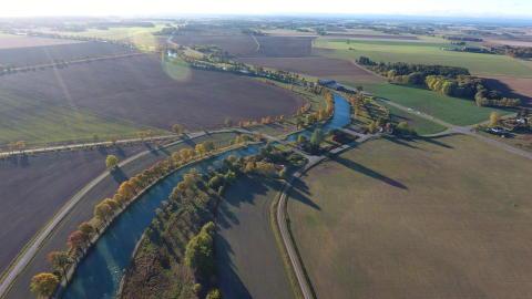 Populära trädplanteringar lockade över 100 nya trädfaddrar till Göta kanal