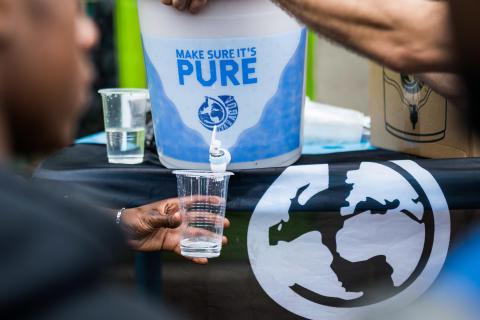 Viva con Agua und prominente UnterstützerInnen sammeln bei Online Festival 50.000 Euro für Corona-Prävention in Uganda