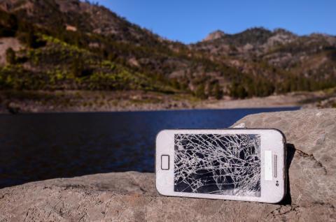 Danskere ødelægger 955.000 mobiler hvert år