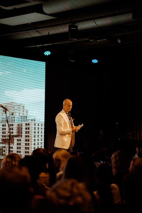 Hotellsjef på Clarion Hotel Oslo, Robert Holan, på åpningsfesten.