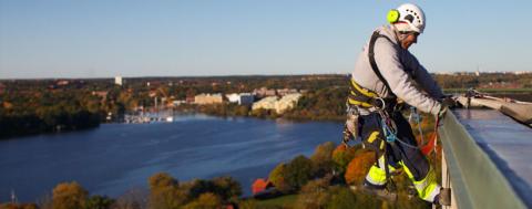 Rope Access Sverige har plockat fram ett helhetskoncept av yttre underhållstjänster för fastighetsbranschen