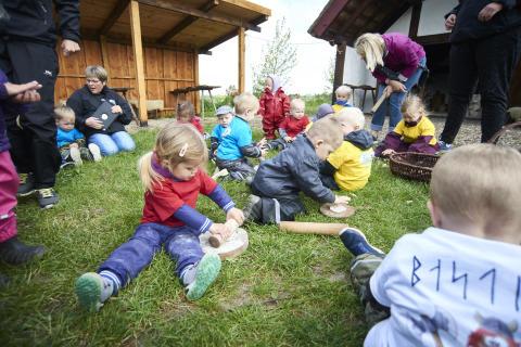 Småbørn invaderer vikingetidens stærkeste fæstning, Trelleborg