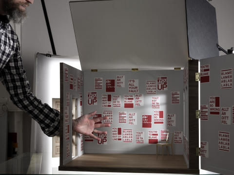 14 RED PRINTS – Interior – Lars Fuhre