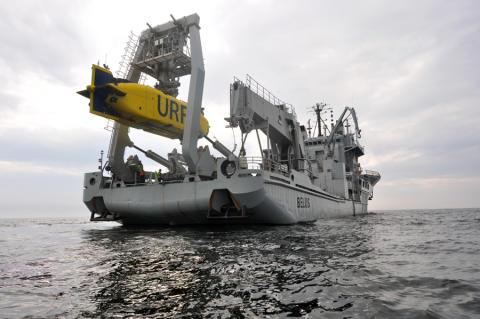 Pressinbjudan: Besök dykeri och ubåtsräddningsfartyget HMS Belos till sjöss i Härnösand
