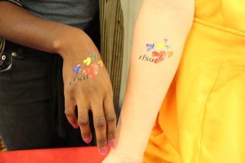 RFSU och Sida i nytt globalt samarbete för flickors och kvinnors sexuella rättigheter.