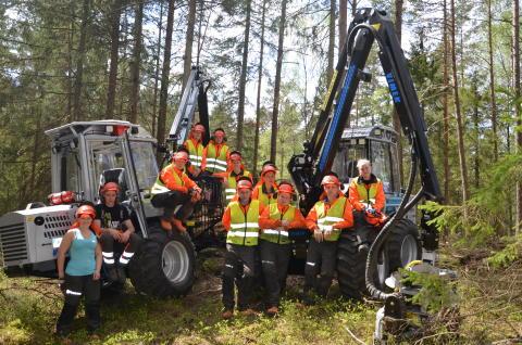 Gymnasieeleverna på Naturbruksskolan gillar nya maskinerna från Vimek.