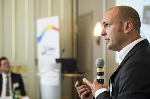 Dr. Till Gerlach auf der Pressekonferenz Innovatives Portfolio