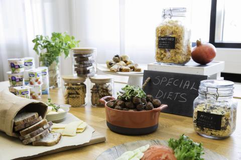 Vegaanijuustoa ja lähileipomon gluteenitonta leipää – Sokos Hotellien uusittu aamiainen huomioi monipuolisesti eri ruokavaliot