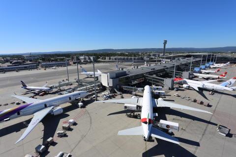 Flytrafikken fortsetter å stige