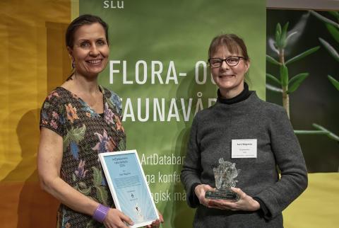 ArtDatabankens naturvårdspris 2019. Karin (t.h.) och Lena.