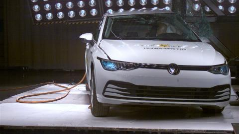 Volkswagen Golf pole crash test Dec 2019