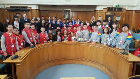 ​Chinese schoolchildren given civic reception at town hall