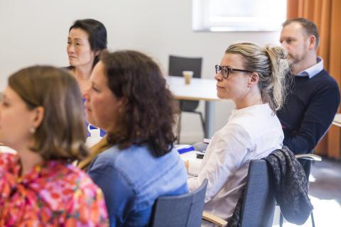 Korta och öppna ledarprogram med fokus på områden i snabb förändring ges på Handelshögskolan i Göteborg