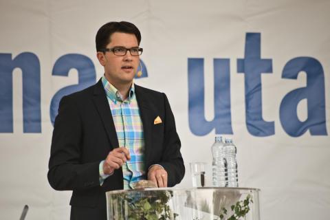 """Åkesson sågar Löfvens förslag om """"flyktingbonus"""""""
