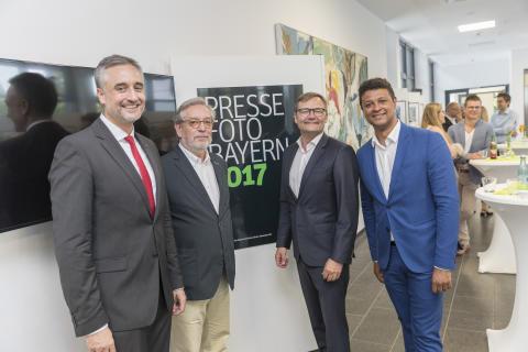 """Ausstellungseröffnung """"Pressefoto Bayern 2017"""" beim Bayernwerk"""