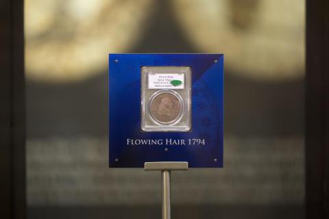Världens dyraste mynt - Flowing hair silver dollar från 1794